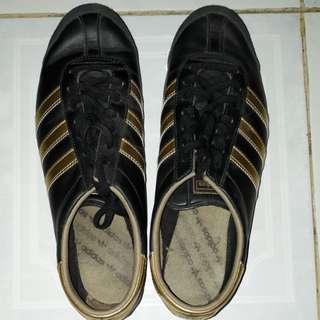 Adidas black gold 40 2/3