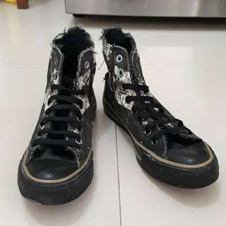 Converse high hitam