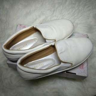Sepatu Putih Bekas Murah (Slip on)