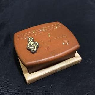 全新✨Omnigreetings歐風木質迷你音樂盒-I love music