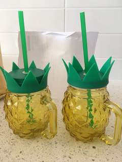 2 x Pineapple glasses with lids & straws