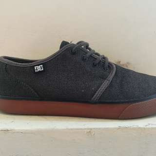 Leather DC SHOES ( used but not abuse)
