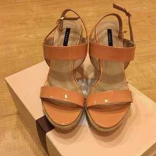 🚚 《降》全新PAZZO楔形鞋 37