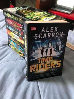 Novel Time Riders (complete series)