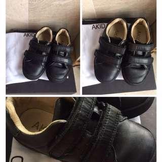 Akid black shoes