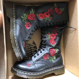 Authentic  doc martens boots Us6  brandnew condition