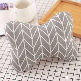 Car seat pillow (grey)