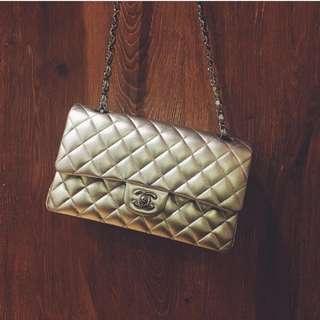 Chanel Classic Flap - Medium / Silver