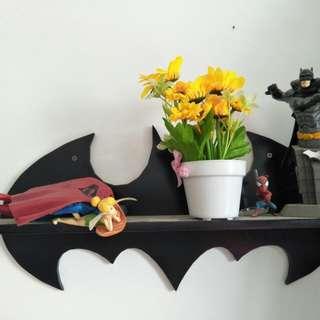 Rak Dinding Kayu Batman