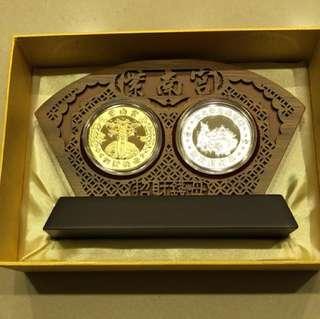 紫南宮狗年開運錢母,金銀一對含木框