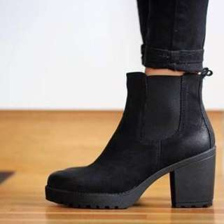 Black boots BN