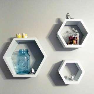 Rak Dinding Hexagonal Kayu