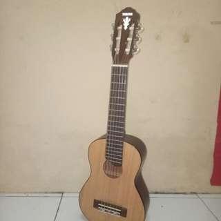 Gitar ukuran kecil