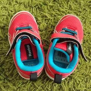 Reebok Peek N Fit shoes