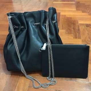 Pedro Magnetic bucket bag with chain