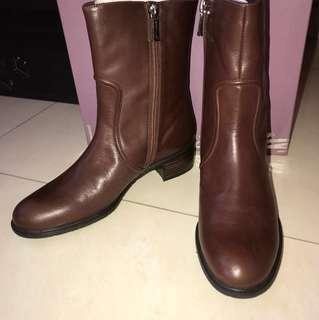 全新 Le saunda 啡色短筒皮鞋