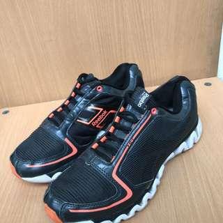 Sepatu reebook cewek buat running