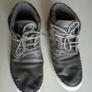 Sepatu pria air walk
