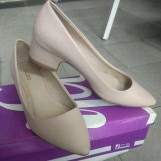 Pointed block heels