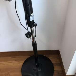 Booney oscillating stand fan