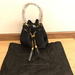 💯 Authentic Charles & Keith USA bucket For Let Go!!