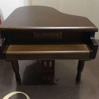 木製鋼琴上鏈音樂首飾盒