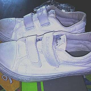 DIADORA SCHOOL SHOES