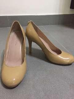 Used Le Saunda Nude High Heels 裸色高踭鞋