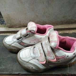 Sepatu anak ardiles