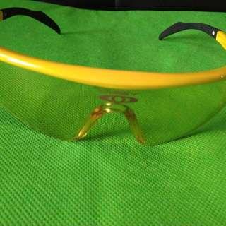 Kacamata sport Oakley lensa kuning