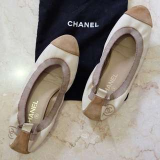Chanel - Two tone broken white leather and tan suede elasticated