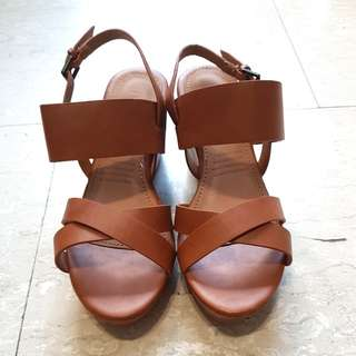 BN UNWORN (Rubi) Brown Platform Sandals Heels