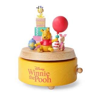 🚚 迪士尼 Disney / 小熊維尼&小豬禮物木質旋轉音樂盒 / D214