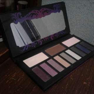 Kat Von D Eyeshadow with brush set