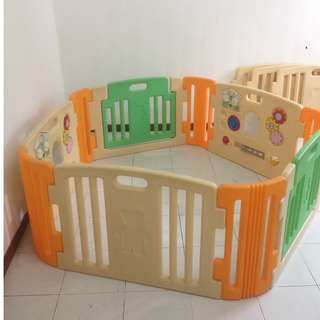 Play yard/ play gate/ play fence