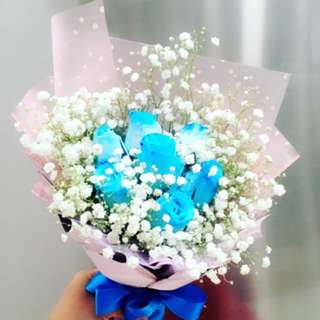 8 Blue roses with baby breath