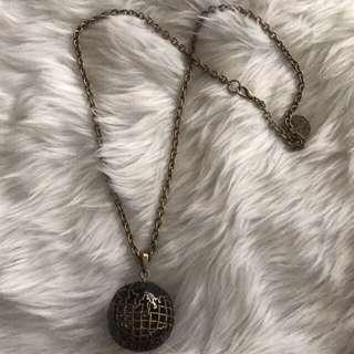 Globe vintage necklace