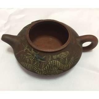 Tea Pot with Dragon design, No cover lid