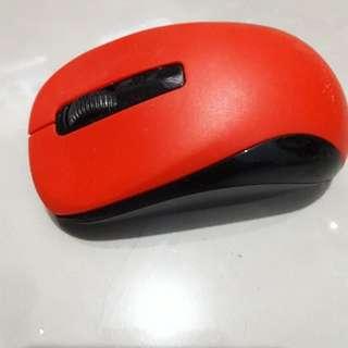 Mouse merah