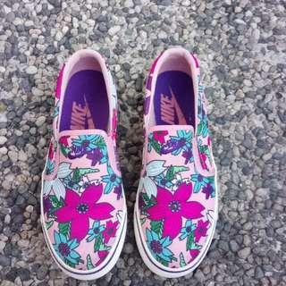 NIKE Floral pink slip_on