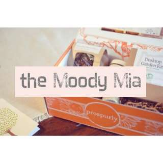 SURPRISE BOX: THE MOODY MIA FEEL GOOD BOX