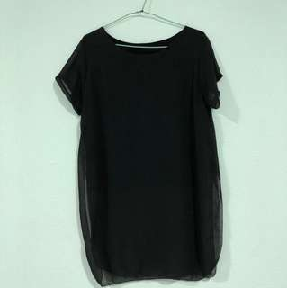 Black T-shirt with slit at the side