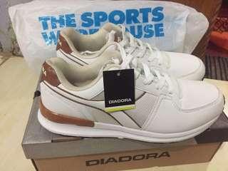 DIADORA WHITE SIZE 41