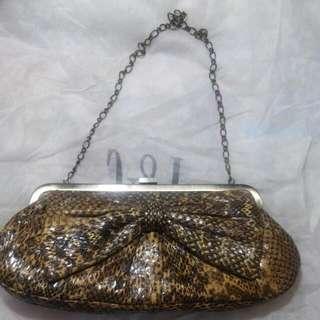 Rafe 蛇皮手袋。  Chain Bag
