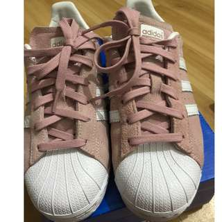 Adidas Superstar Women's can fit up to US7.5