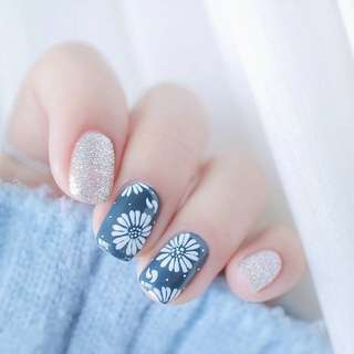 24pcs/Set Japan Flower Pattern False Nails Simple Square Head Full Cover Silver Glitter Fake Nails with Glue