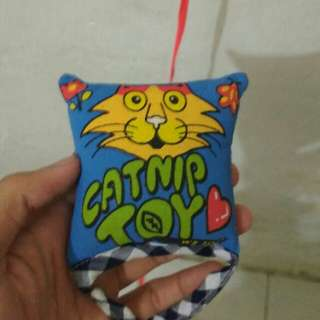 Catnip toy (ganja kucing)