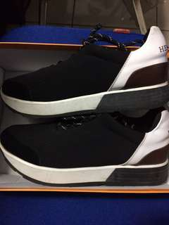 Sepatu HERMES