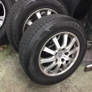 original Porsche Cayenne 17 inch rims with tyres