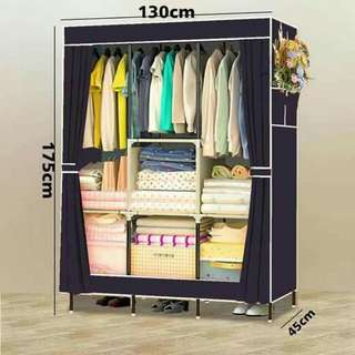 Wardrobe cabinet with zipper